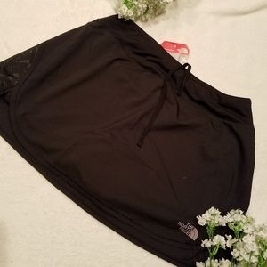 NEW* The North Face Short/Skirt
